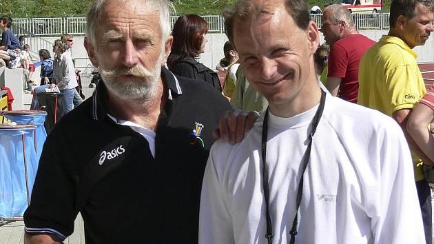 Písecký atlet Václav Šejbl (na snímku vlevo s úspěšným vytrvalcem Jiřím Jansou) vybojoval v Jablonci nad Nisou zlatou a stříbrnou medaili.