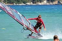 WINDSURFING nemá ve vnitrozemském Česku příliš dobré podmínky. Dominik Kovařík musí proto za závody i tréninkem do zahraničí, nejčastěji do Řecka.
