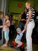 TC Z.I.P. Den otevřených dveří - 9.9. 2008. Rodiče trpělivě čekali se svými dětmi až na ně přijde řada.