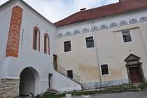 Zámek v Čížové. Schválený rozpočet obce Čížová počítá s pokračováním revitalizace zámku.