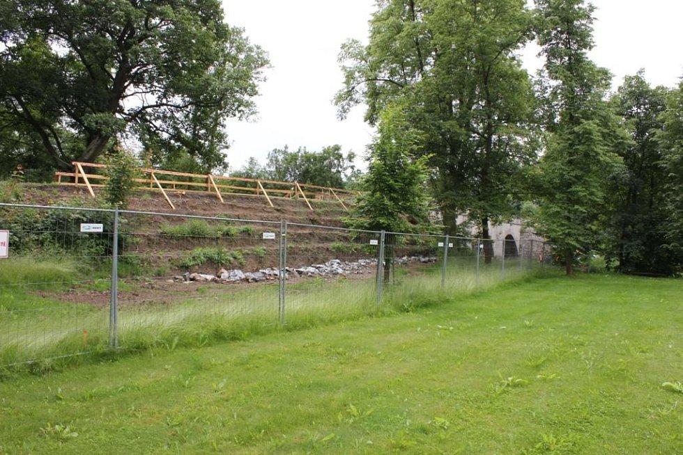 Rekonstrukce historického mostu v Nerestcích.