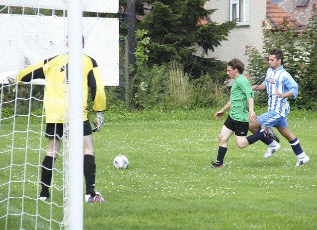 O minulém víkendu pokračovaly okresní fotbalové soutěže dalšími zápasy. V přeboru mužů zvítězily Mirotice nad béčkem Hradiště 1:0.