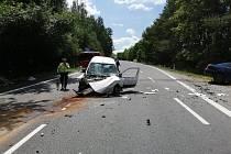 Vážná nehoda u Mirotic. Střetlo se zde osobní auto s dodávkou.