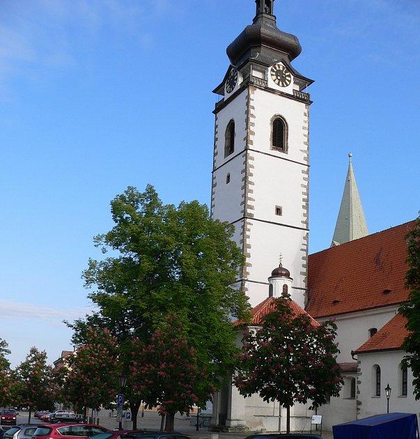 Písek, děkanský kostel Narození Panny Marie. Ilustrační foto