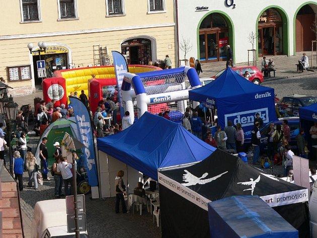 Den s Deníkem přilákal na Velké náměstí množství stávajících i potenciálních čtenářů