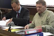 Václav Hanus se svým právním zástupcem u píseckého soudu