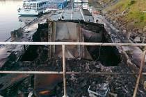Likvidace požáru lodi na Orlické přehradě.