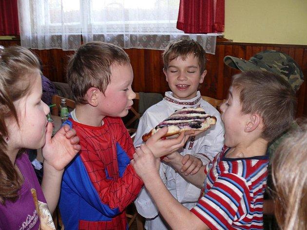 Sobotní karneval v Borovanech navštívilo 131 lidí.