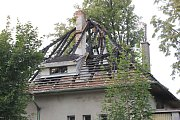 Vyhořelý dům v Čimelicích.