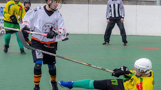 Hokejbalisté hráli v extralize derby. Písečtí mladší dorostenci podlehli na nájezdy Pedagogu.