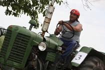 Setkání traktorů značky Zetor.