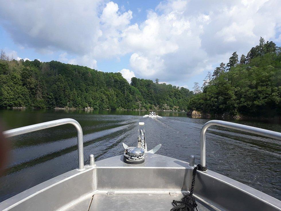 Plavidla na Orlíku kontrolovali v sobotu policisté.