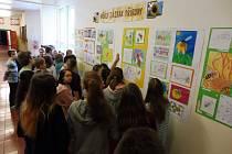 Žáci připravili výstavu o včelách.