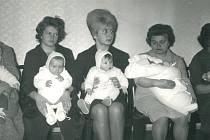 Vítání nových občánků na Orlíku v šedesátých letech.