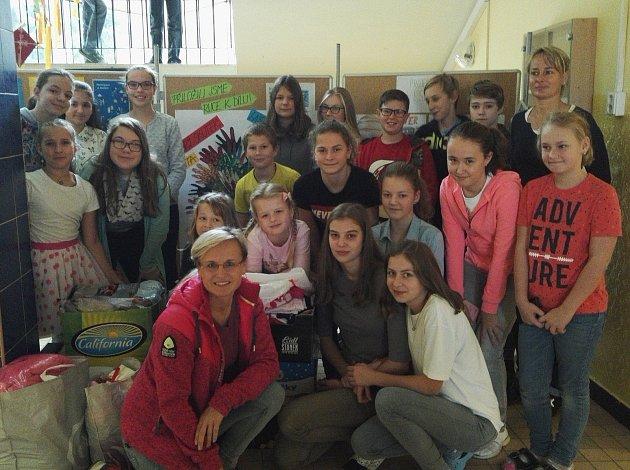 Děti z Benešovky uspořádaly sbírku pro Červený kříž.