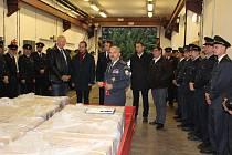 Dobrovolní hasiči z Písecka převzali nové elektrocentrály.