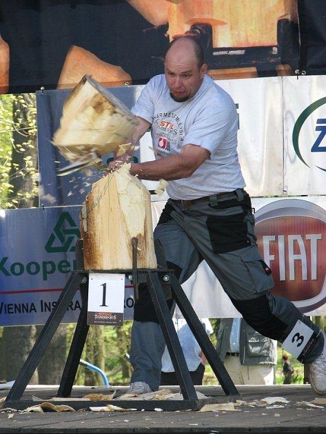 Závodník s číslem tři Karel  Diviš.