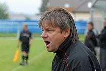 Karel Musil (na snímku), trenér třetiligových fotbalistů FC Písek, měl v letní přestávce hodně práce, neboť mužstvo zaznamenalo odchod řady zkušených hráčů, takže musel zařadit do týmu nové tváře.