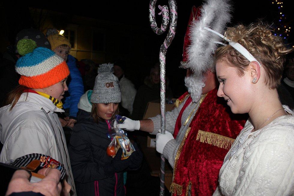 Rozsvícení stromečku a mikulášská nadílka v Kostelci nad Vltavou.