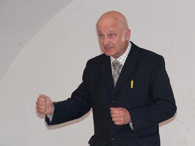 Heraldik Václav Kulle nepatří ke statickým přednášejícím...
