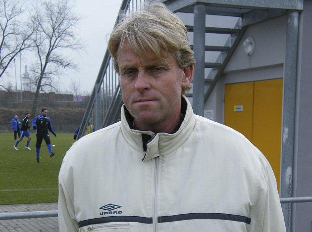 Trenér píseckých fotbalistů Zbyněk Busta dal v úvodním přípravném zápase proti Příbrami příležitost celé řadě hráčů, kteří jsou u Otavy na zkoušce.