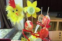 V Ražicích vyráběli velikonoční dekorace.