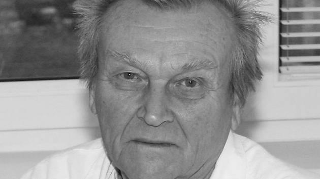 Zemřel emeritní primář chirurgie písecké nemocnice MUDr. Václav Čečelovský.