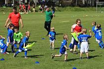 V Mirovicích podporují fotbalové hvězdičky.