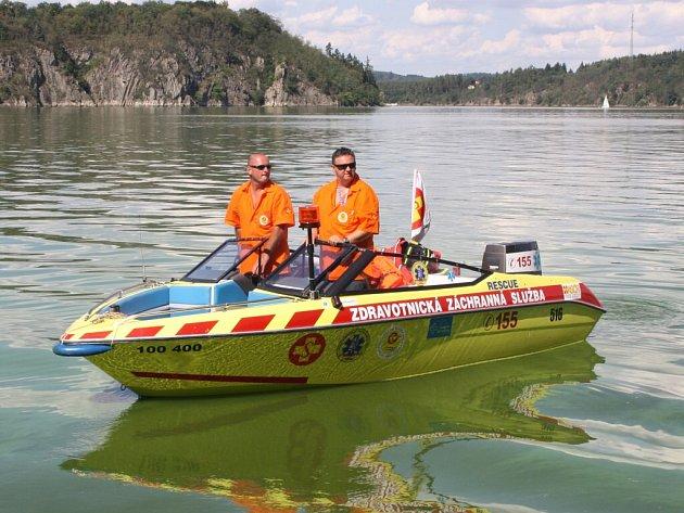 Zdravotničtí záchranáři střeží hladinu Orlíku celé léto.