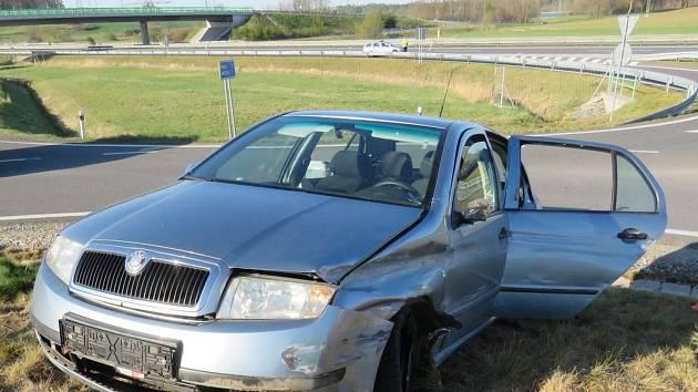 Záchranné složky vyjížděly v pondělí po sedmnácté hodině k vážné dopravní nehodě do katastru obce Podolí II.