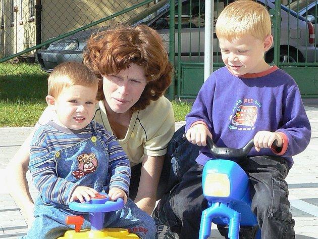 Na snímku jsme zachytili Daniela a Michala  s maminkou Janou Bedušovou.