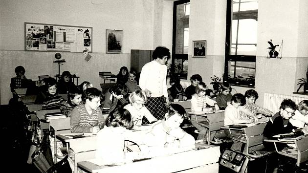 1982/1983. Výuka v hlavní budově školy.