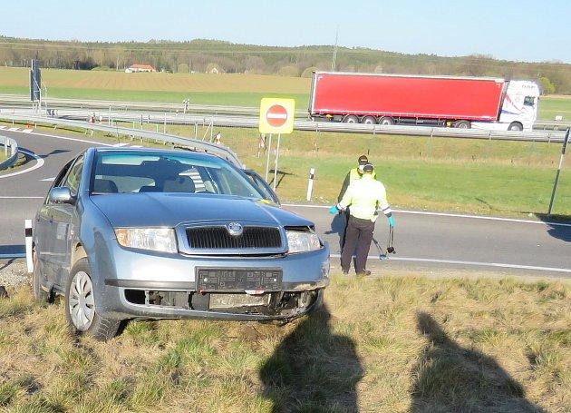 Záchranné složky vyjížděly vpondělí po sedmnácté hodině kvážné dopravní nehodě do katastru obce Podolí II.