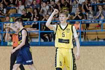 Kapitán Sršňů Jakub Šurý se na finálové výhře podílel 29 body. Má již druhý titul s týmem kadetů.