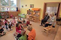 Babičky na návštěvě v Křesťanské mateřské školce.