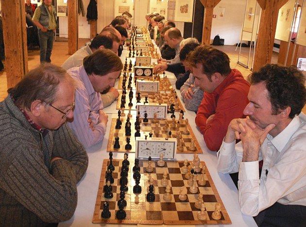 Šachisté ŠACHklubu Písek A prohráli v dalším mistrovském utkání v Praze s béčkem Pankráce 3,5:4,5 a v tabulce soutěže jsou na předposledním jedenáctém místě.