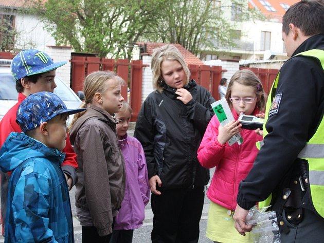 Děti z SKP karate Písek nahlédly do práce dopravní policie.