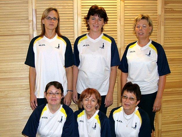 Nahoře stojí (zleva): Dana Soukupová, Dagmar Králová, Jitka Korecká. Pod nimi: Hana Vlasáková, Marie Lukešová a Irena Cvachová.