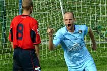 NEJLEPŠÍ STŘELEC. Jaromír Vorel (vpravo) z Protivína letos už nastřílel jedenáct gólů, což ho řadí do čela střelců I. A.
