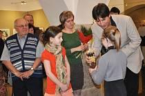 Desítky dětí  i dospělých přišly na vernisáž výstavy knižních  ilustrací a volné tvorby Kateřiny Lovis Miler.