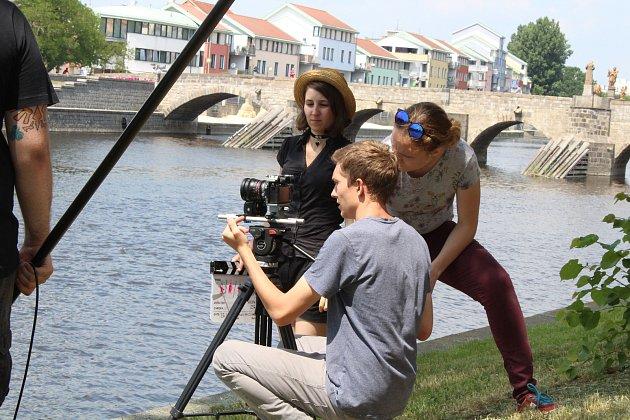 V Písku natáčí američtí studenti. Spolupracují s místní filmovkou.