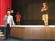 Ředitel pořádající agentury Michael Havas (na snimku uprostřed) v písecké Sladovně.