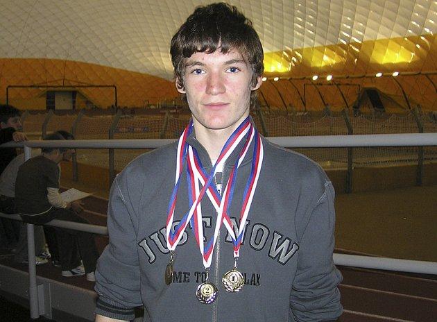 Starší žák Petr Bareš (TJ Chyšky) vybojoval na halovém atletickém přeboru Jihočeského kraje v Praze tři medaile: dvě zlaté a jednu stříbrnou.