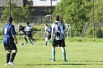 Okresní fotbalové soutěže pokračovaly o víkendu dalšími zápasy. V sobotním utkání III. třídy prohrálo béčko Sokola Záhoří v Oslově 2:5.