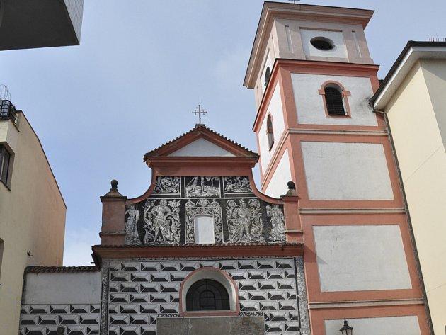 Kostel Povýšení sv. Kříže je po rekonstrukci ozdobou Velkého náměstí v Písku.