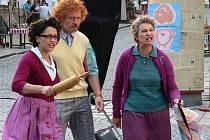 Ve filmu V peřině, který měl předpremiéru v Písku, hrají i Lucie Bílá, Karel Roden a Eliška Balzerová (zleva).