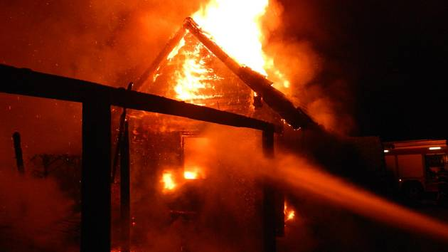 Požár chaty.