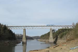 Železniční most přes Orlík u Červené nad Vltavou byl prohlášen za kulturní památku.