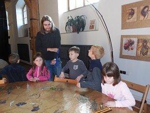 Děti z MŠ na Hradišti navštívily výstavu Včela