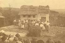 Představení prodané nevěsty v lesním divadle v Písku.